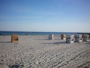 Strandkorbtester am Strand